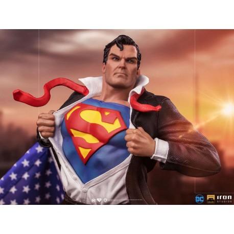 IRON STUDIOS - SUPERMAN - CLARK KENT DELUXE ART SCALE 1/10